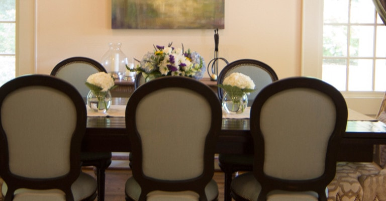 Dining table interior decor in Atlanta