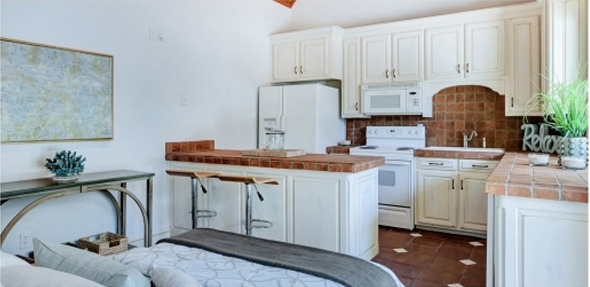 vra-staging-kitchen-after