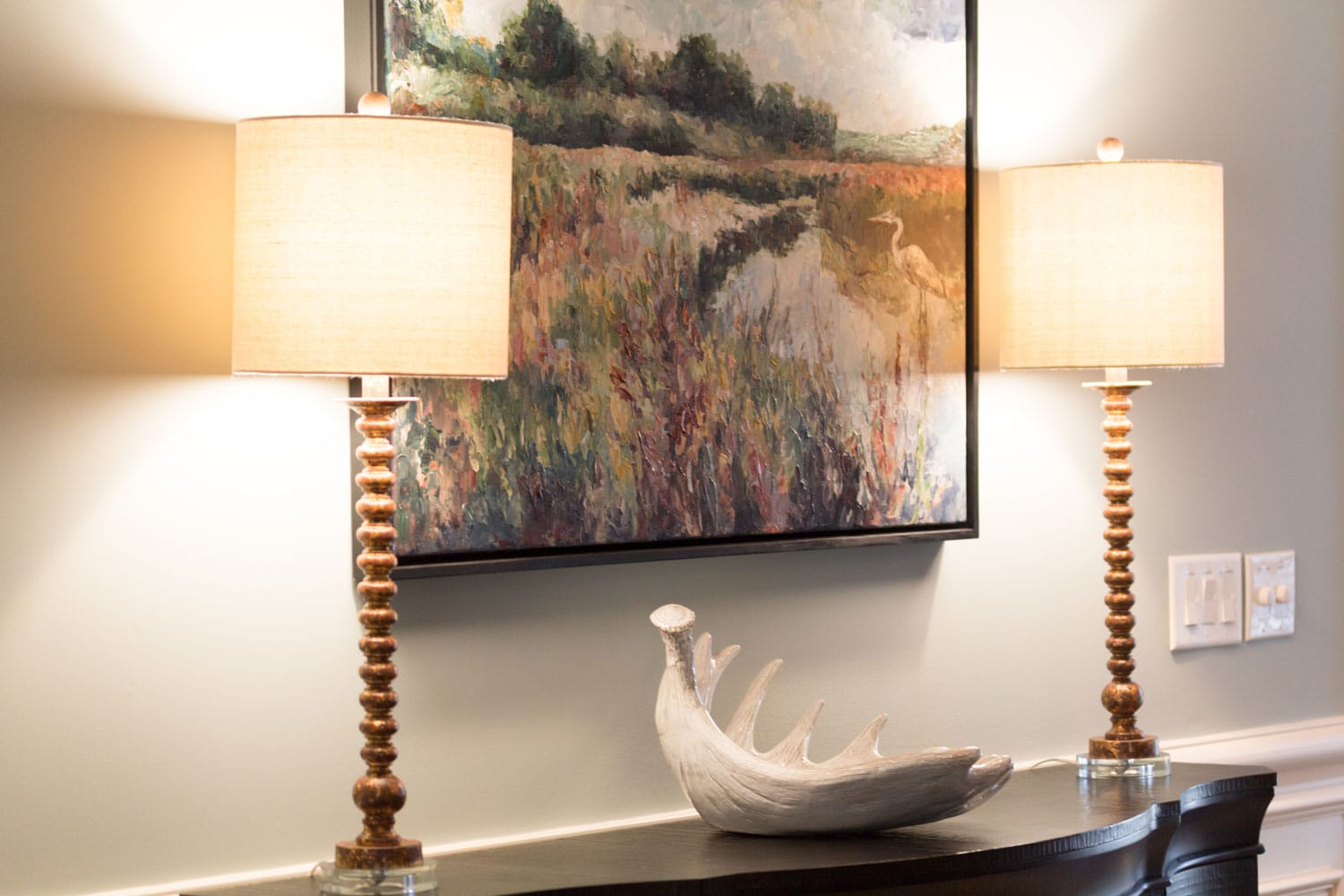 Dining area table lamp wall art in Riverland Court, Atlanta